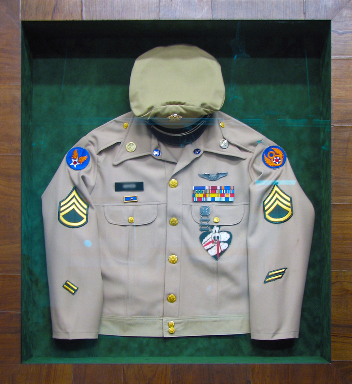 ... military uniform in shadowbox ... : shadow box military uniform - Aboutintivar.Com